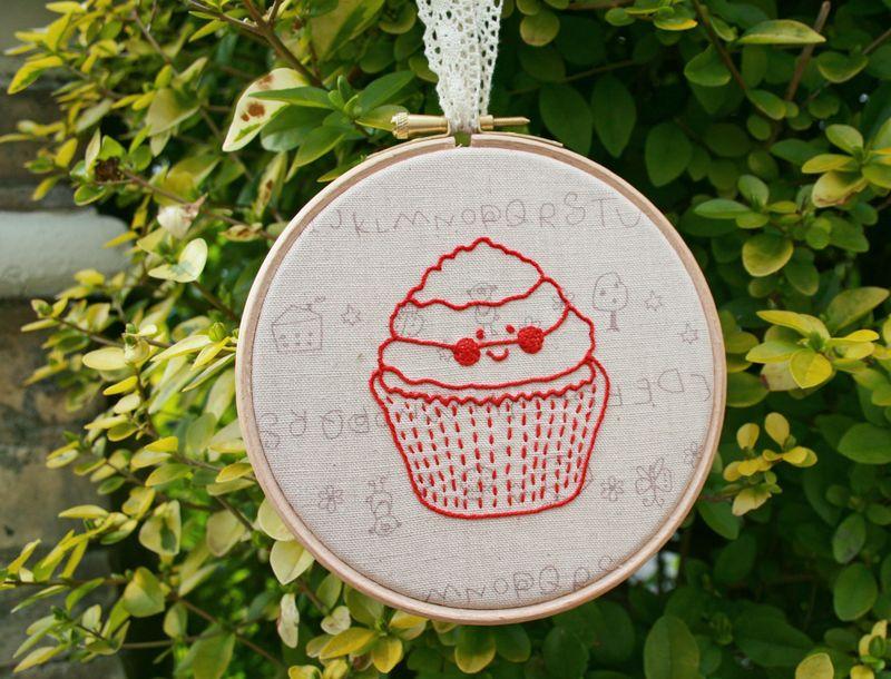 Redwork cupcake 2